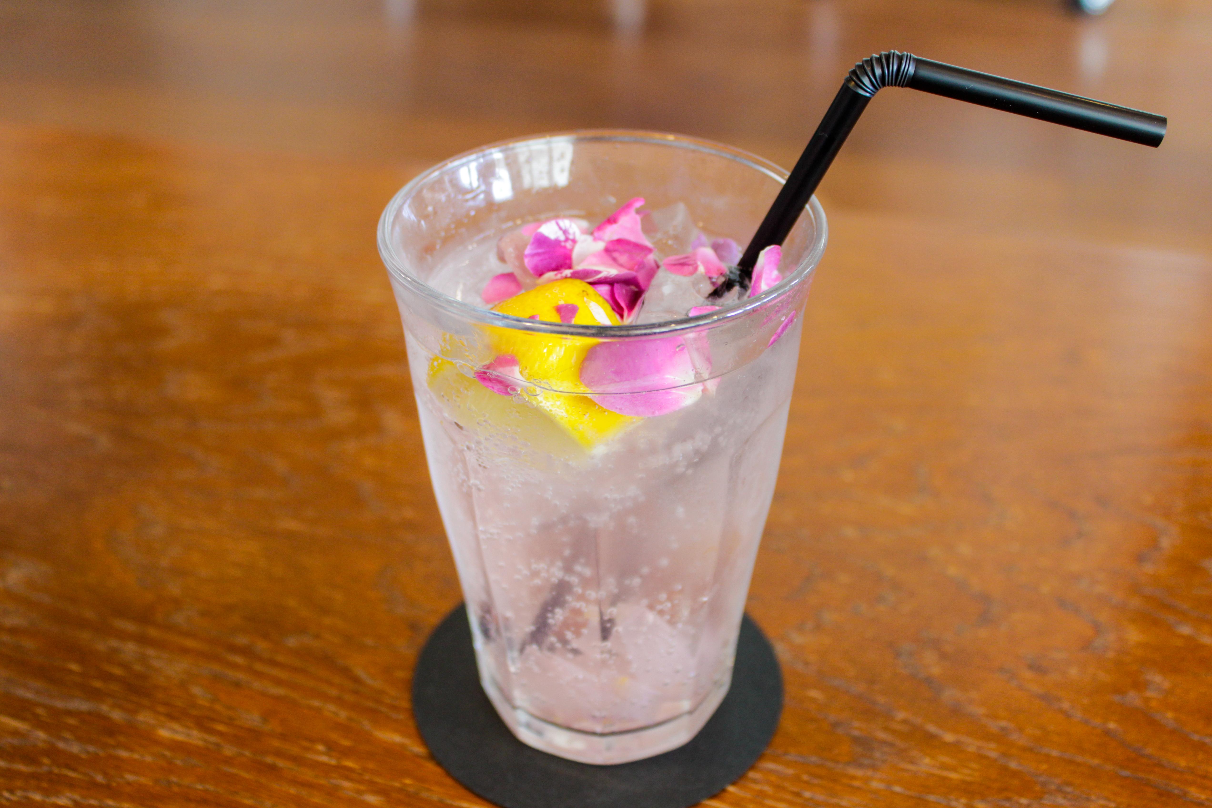 3RD CAFE & MOREのバラのソーダ